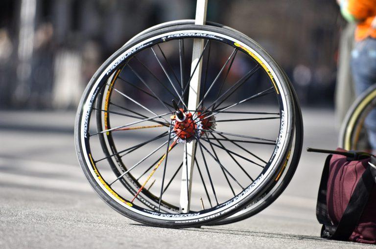 wymiana opony w rowerze
