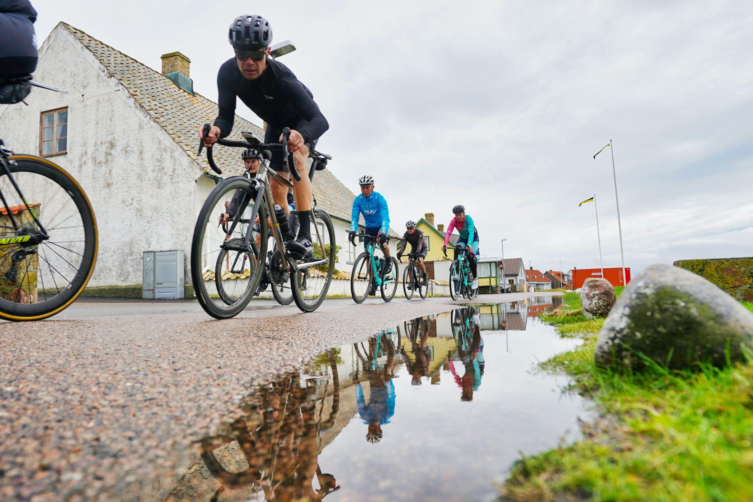 jazda rowerem w deszczu